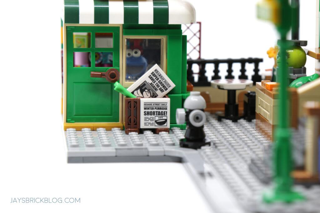 LEGO Sesame Street Newspapers