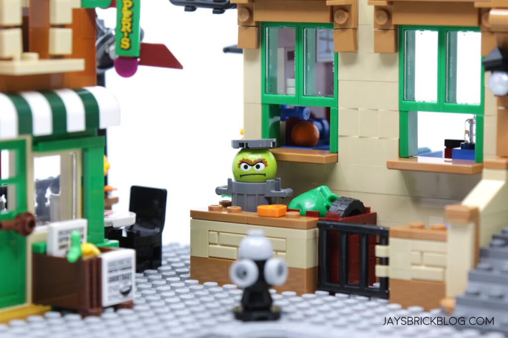 LEGO Sesame Street Oscar the Grouch
