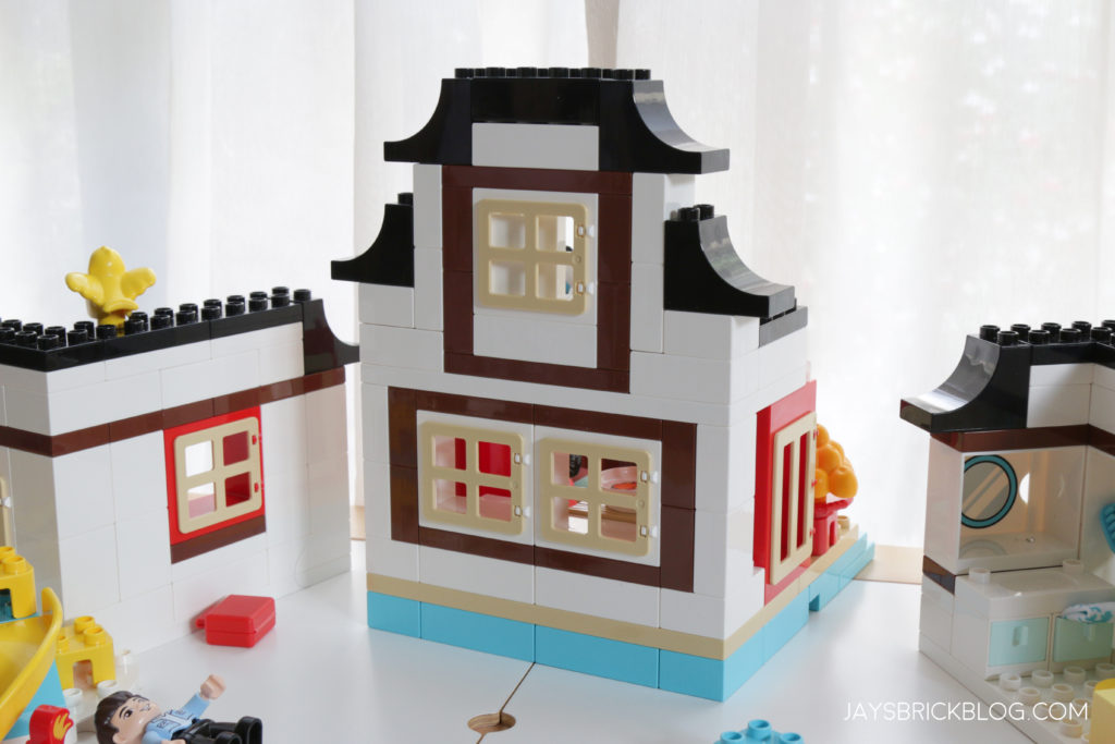 LEGO 10943 Duplo Happy Childhood Moments Back View