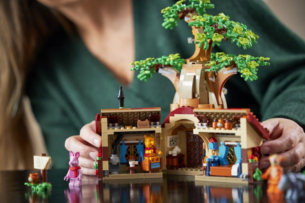 LEGO 21326 Winnie the Pooh Interiors Minifigures Lifestyle