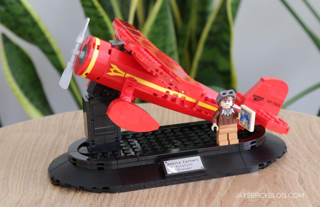 LEGO 40450 Amelia Earhart Tribute Display