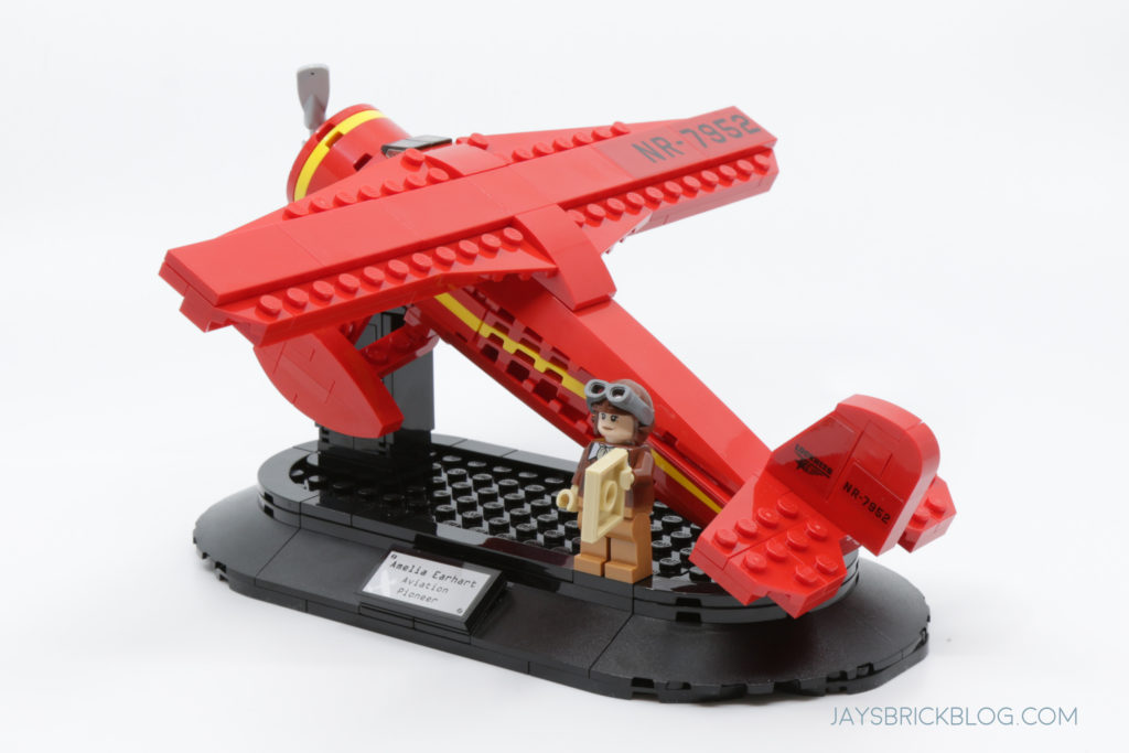 LEGO 40450 Amelia Earhart Tribute Set Photo