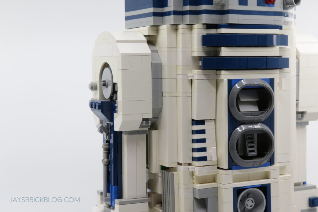 LEGO 75308 UCS R2 D2 Yellowing on Old R2 D2