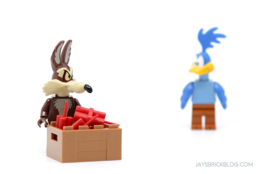 LEGO Looney Tunes Minifigures Wile E Coyote ACME Dynamite