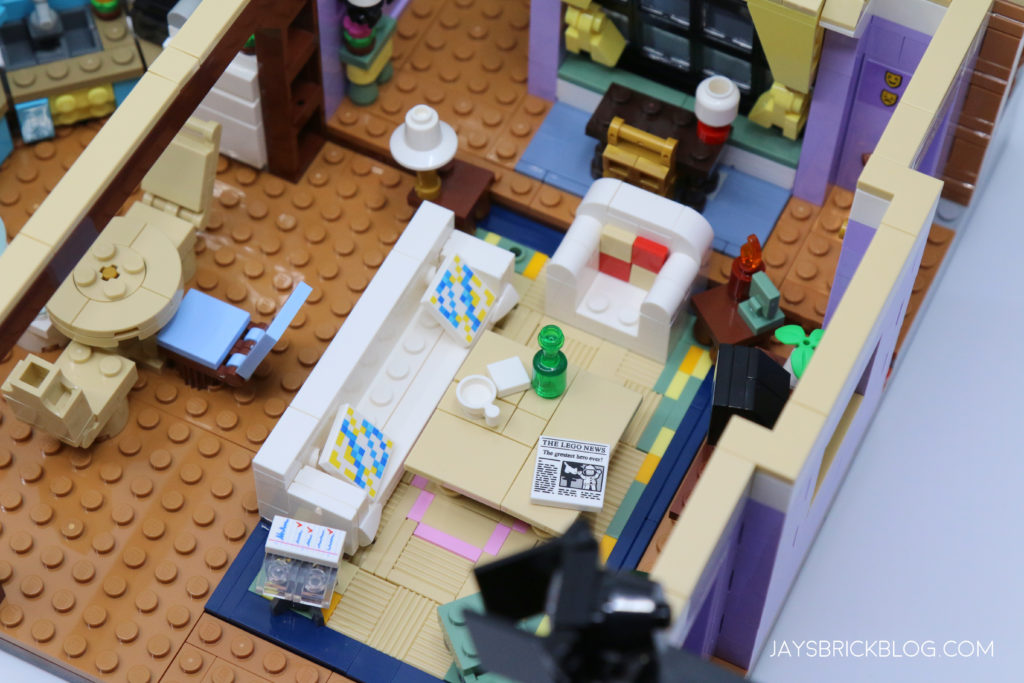 LEGO 10292 The Friends Apartments Lounge Area