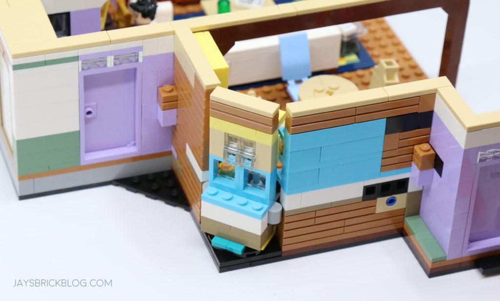 LEGO 10292 The Friends Apartments Monicas Apartment Exterior