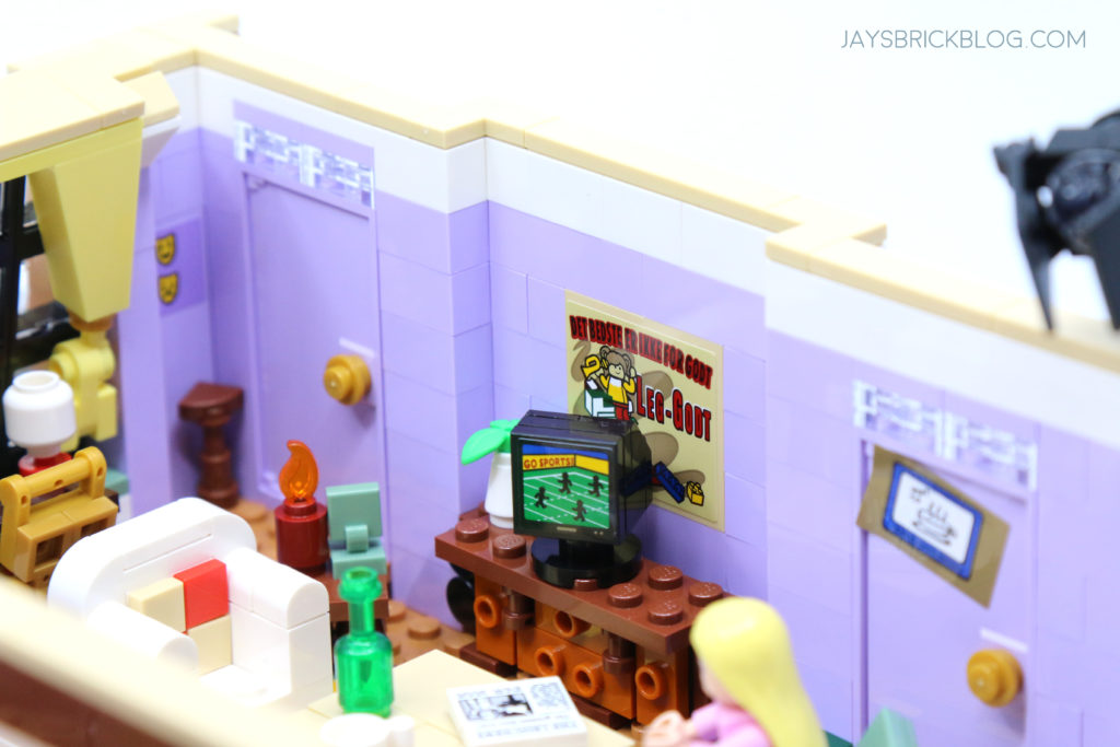 LEGO 10292 The Friends Apartments Television