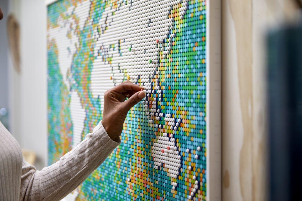 LEGO 31203 World Map Lifestyle 12
