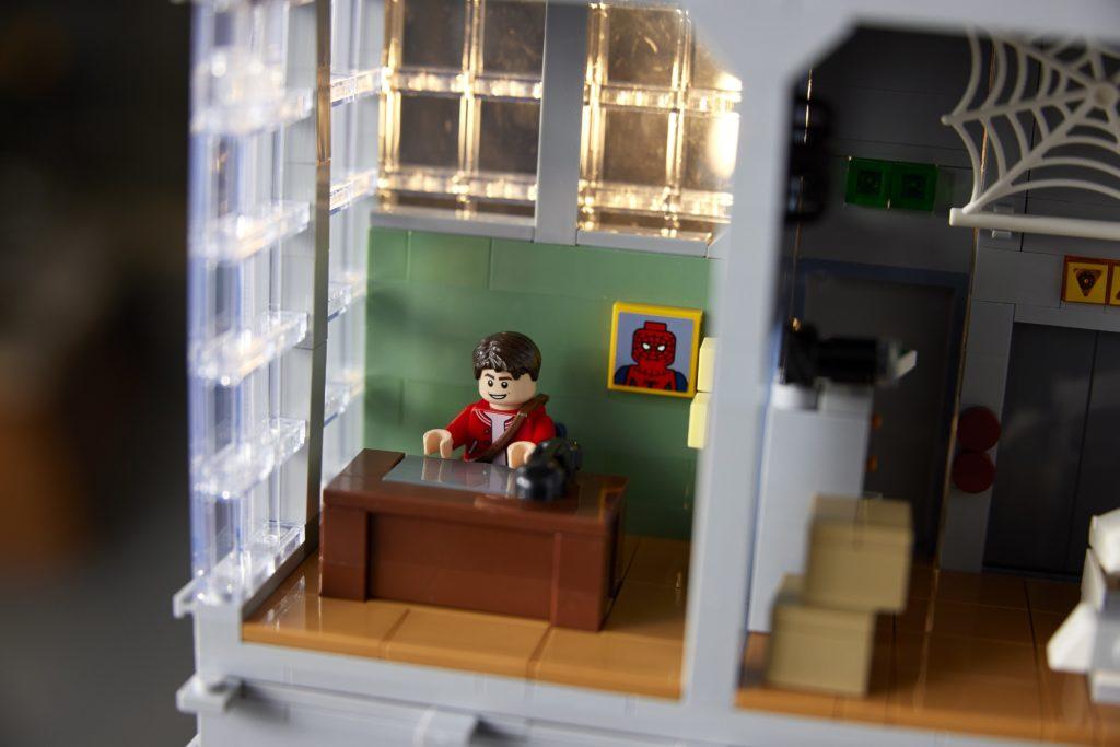 LEGO 76178 Daily Bugle Spiderman Desk Meme