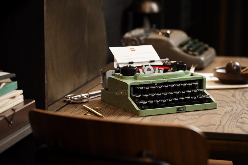 LEGO 21327 Ideas Typewriter Lifestyle 10