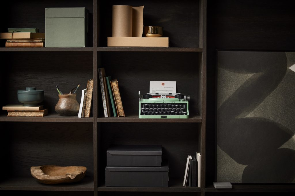 LEGO 21327 Ideas Typewriter Lifestyle 12