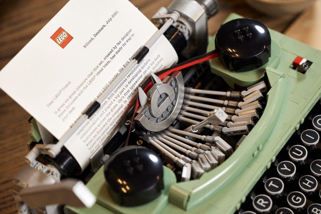LEGO 21327 Ideas Typewriter Lifestyle 6