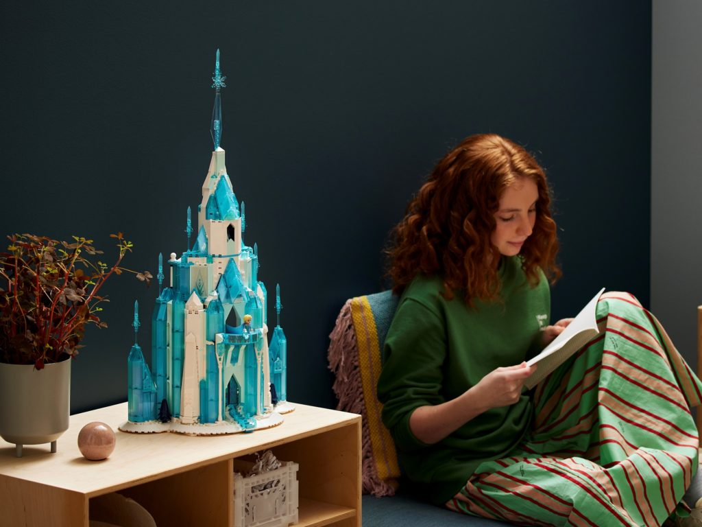 LEGO 43197 Frozen The Ice Castle Lifestyle