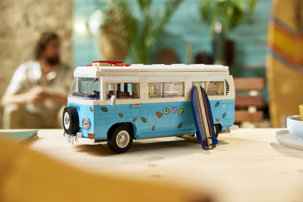 LEGO 10279 Volkswagen T2 Campervan Lifestyle 12