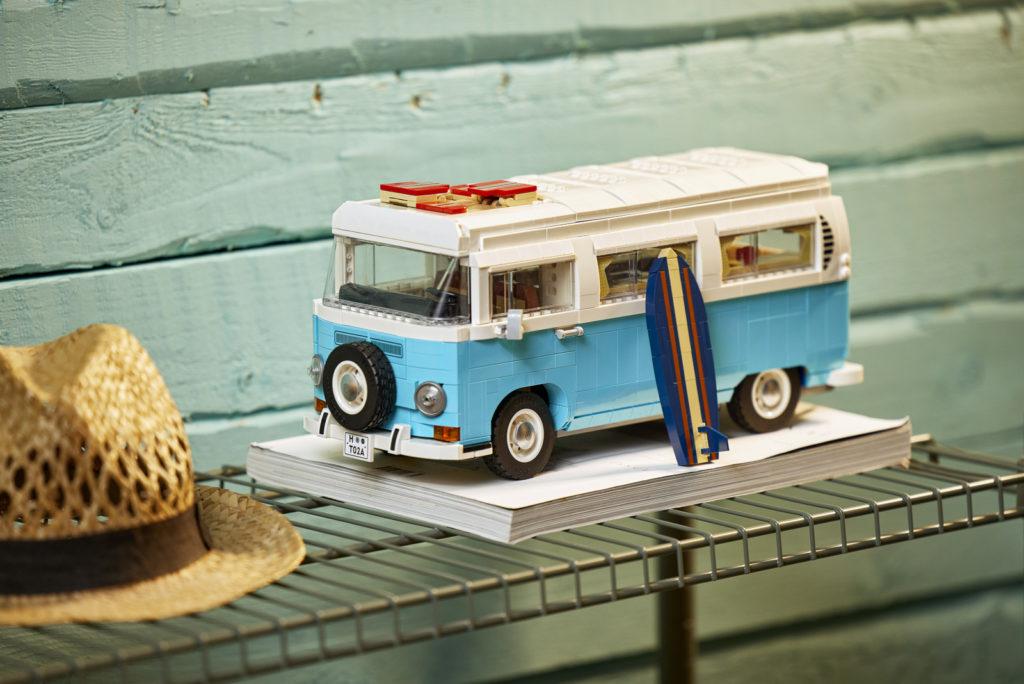 LEGO 10279 Volkswagen T2 Campervan Lifestyle 19