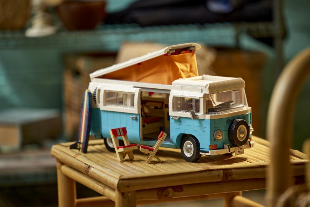 LEGO 10279 Volkswagen T2 Campervan Lifestyle 21