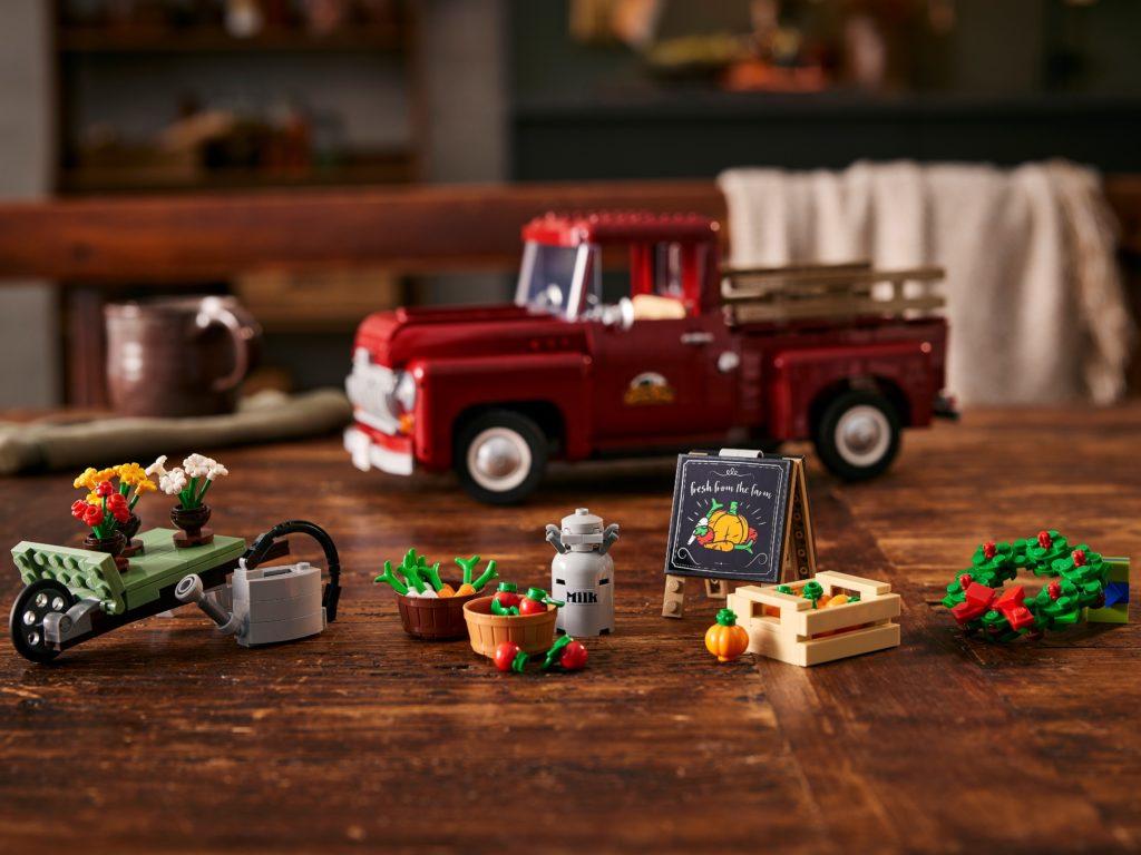 LEGO 10290 Pickup Truck Lifestyle 12