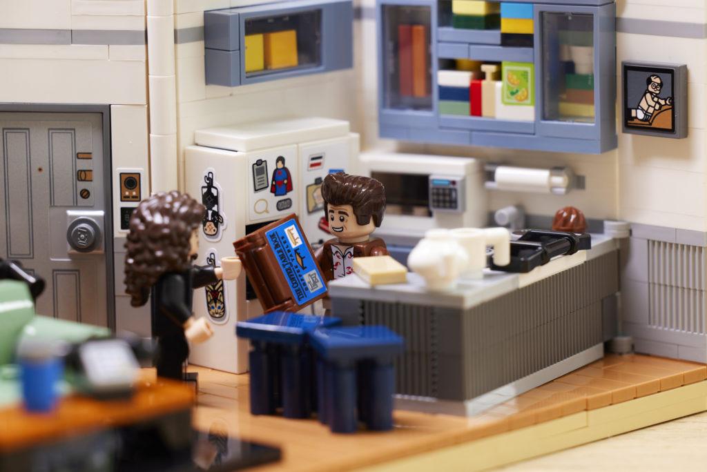 LEGO 21328 Seinfeld Lifestyle 9