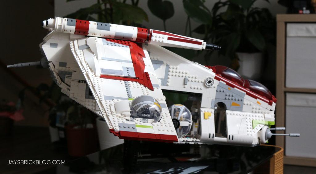 LEGO 75309 UCS Republic Gunship Display Side