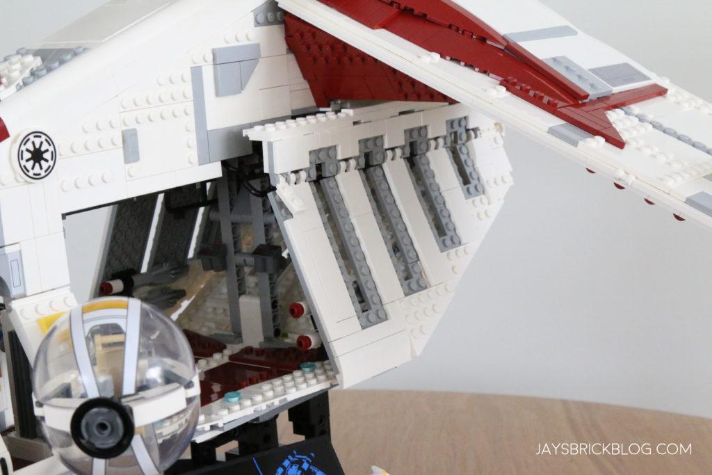 LEGO 75309 UCS Republic Gunship Doors Closed