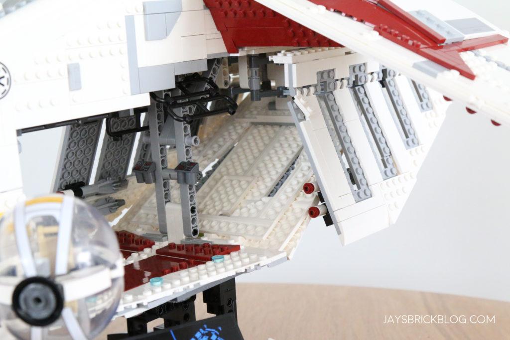 LEGO 75309 UCS Republic Gunship Doors Open