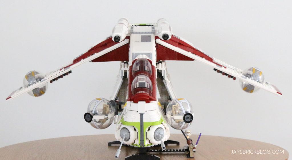 LEGO 75309 UCS Republic Gunship Front View 1