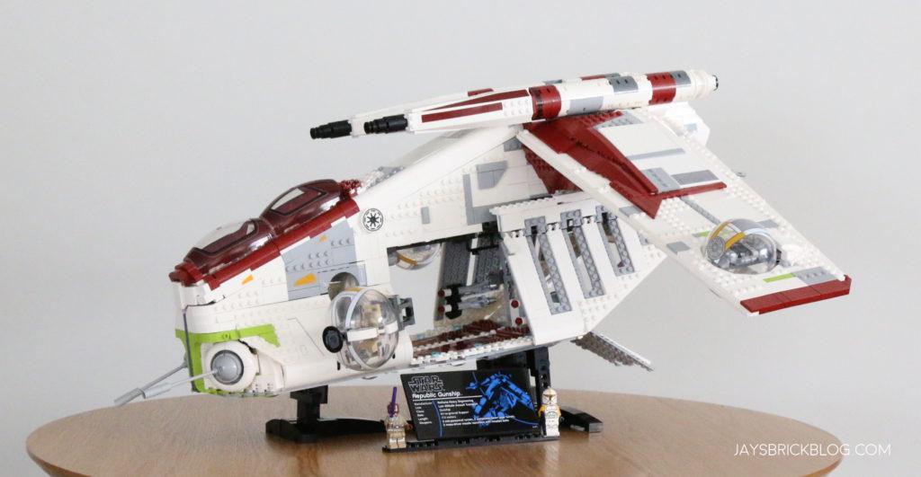 LEGO 75309 UCS Republic Gunship Side View